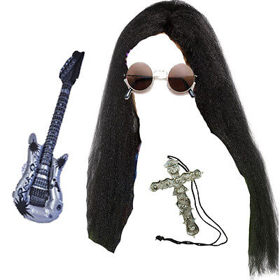 Ozzy Osbourne Lange Perücke, Brillen, Kreuz & Gitarre Rocker Kostüm Kostüm Satz