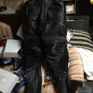 Leather motorcycle pants  perforated leather London Ontario image 2