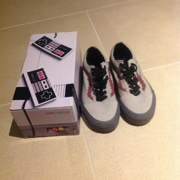df26d549724 Vans old Skool Nintendo (size 3) with box