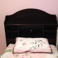Twin Bed w 3 storage drawers