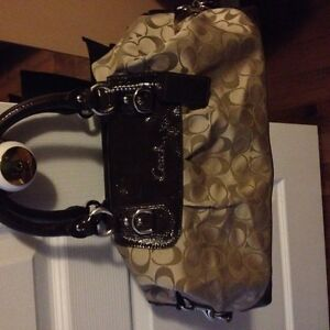 Authentic Coach purse $100 OBO Gatineau Ottawa / Gatineau Area image 1