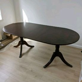 Extendable Dining Table 6-8 people