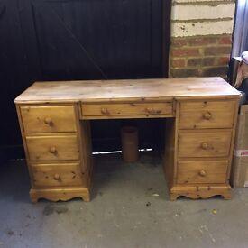 Lovely Pine desk/dresser