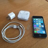 Apple iPhone 5S black/noir 64gb factory unlocked/debaree