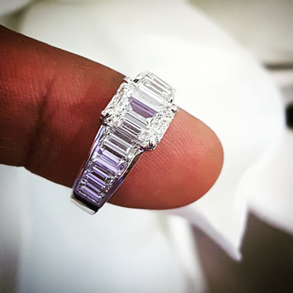 Lovely 4.50 Ct Emerald Cut & Baguette Diamond Engagement Ring F,VS1 GIA Platinum