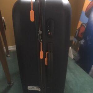 Hard shell medium suitcase