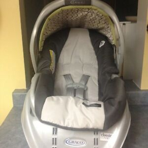 Rear facing Graco infant car seat and base