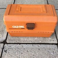 Old pal fishing tackle box