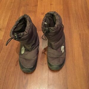 North face 700 boot- size 7
