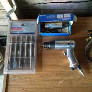 Campbell Hausfeld air chisel with 5 new bits