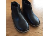 Boys black boots size 7 infant