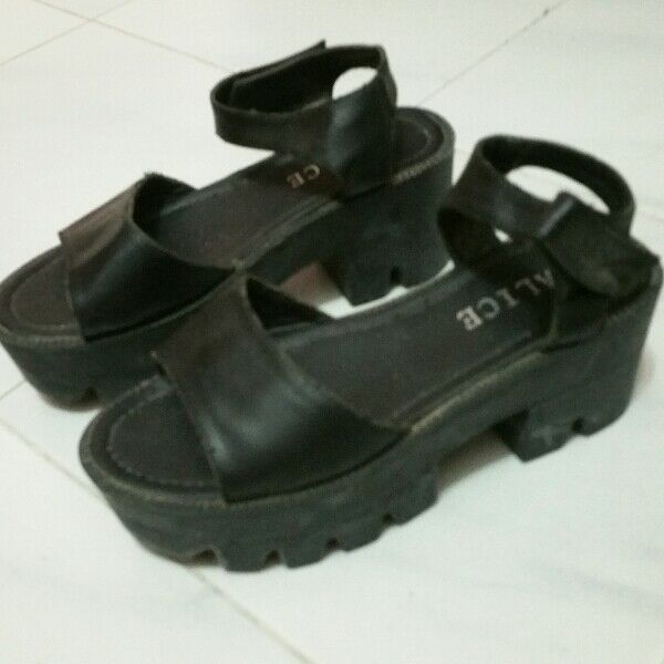 Size 36 shoes sandals