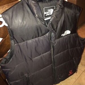 North face vest, size lg, needs a zipper, very warm, of $225 West Island Greater Montréal image 1