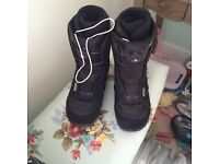 Mens VANS snowboard boots worn once