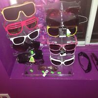 Lot de 57 lunettes de soleil 2$ chacun
