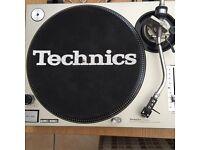 1 x Technics SL 1200 MK2 Turntable