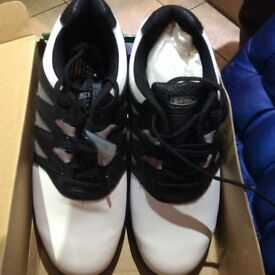 Hi-Tec golf shoes size 10 New, black and white with spider tool