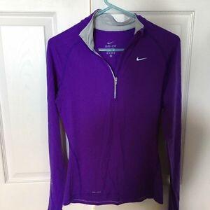 Nike Light Sweater. XS