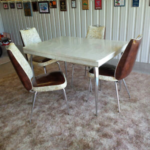 retro table and four chairs London Ontario image 2