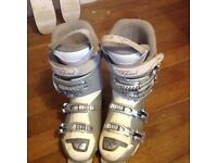 Women's head ski boots size 6