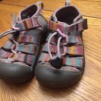 Toddler keens size 8