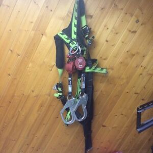 Harness and double retractable landyard Peterborough Peterborough Area image 1