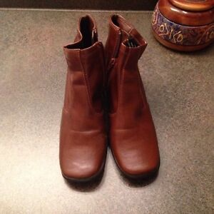 BROWN FALL BOOTS - MINT CONDITION SIZE 5