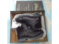 Quality wrangler leather boots,brandnew,size 6, costs £125, bargain at £45