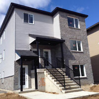 Tres grand app Neuf style condo 1200 pc à St Lin Laurentides