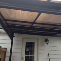 Lost centre rail for wall mount sun shelter