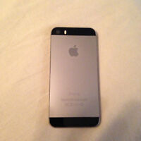 iPhone 5s 16gb + charger & 14 cases including 3 Otterbox cases