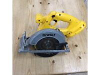 Dewalt cordless circular saw DC390 18v - good condition