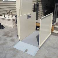 Outdoor wheelchair/scooter lift