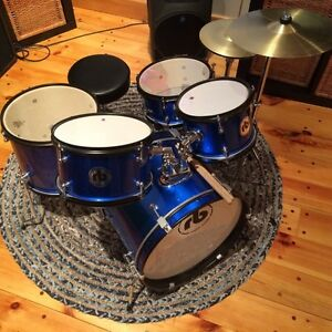 Small scale drum kit for kids 8 and under