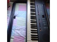 Electronic keyboard Yamaha & stamd