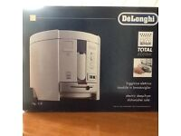 DeLonghi deep fat fryer. As new, never used.
