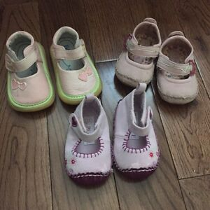 Baby girls soft soled shoes
