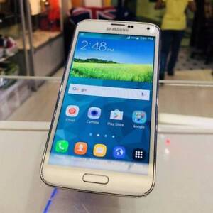NEW SAMSUNG GALAXY S5 white/black 16gb 6 month samsung warranty Surfers Paradise Gold Coast City Preview