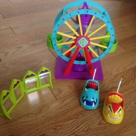 Two Scooby doo playsets - funfair and fort