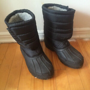 Black Winter Boots With Velcro / Bottes d'Hiver VELCRO - Size 11