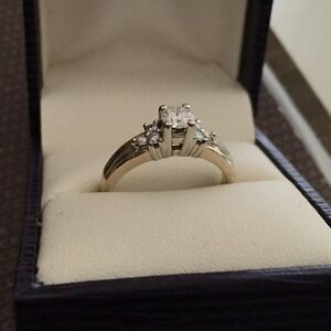 STUNNING 14k Two Tone .50 TW Diamond Ring Belleville Belleville Area image 4