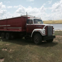 Tandom ih grain truck