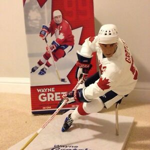 "Wayne Gretzky 12"" McFarlane figure team canada  Cambridge Kitchener Area image 2"