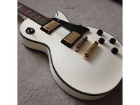 Gibson Les Paul style Westfield e4500 custom. Deluxe electric guitar white gold