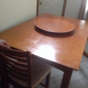 Modern dining table,  8 chairs,great for thanksgiving London Ontario image 6