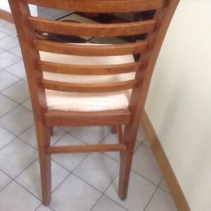 Modern dining table,  8 chairs,great for thanksgiving London Ontario image 5