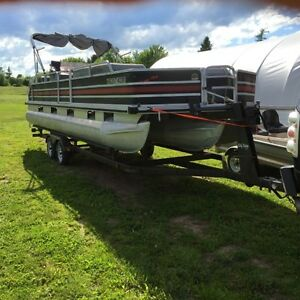 24 ft pontoon sun tracker party barge 150 hp