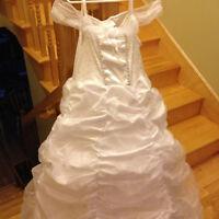 Mini bride's dress, veil & bouquet-Size 10-12