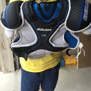 Hockey Bauer chest guard, shin pads and pants size youth large