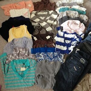 BUNDLE OF 55 PIECES OF CLOTHING - Size XS, S (tops) 26-27-28 (bo
